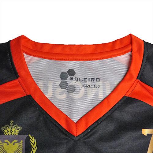 オリジナルユニフォームの襟の種類のひとつ、V襟の写真